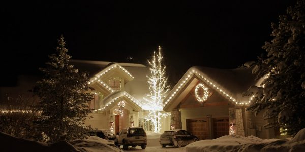 Our all-inclusive, hassle-free lighting and Christmas decorating service provides an experience that is second to none.